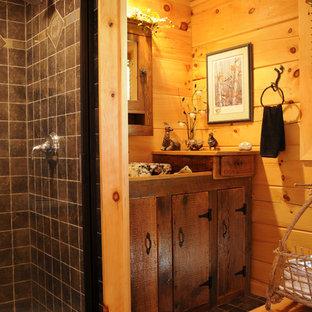 Imagen de cuarto de baño principal, rural, con lavabo sobreencimera, armarios con paneles lisos, puertas de armario de madera en tonos medios, encimera de madera, ducha empotrada, baldosas y/o azulejos marrones, paredes marrones y suelo de baldosas de cerámica