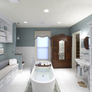 Example of a classic freestanding bathtub design in Chicago with a console sink