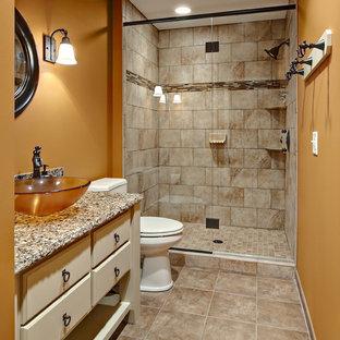 Réalisation d'une salle de bain tradition avec une vasque et un mur orange.
