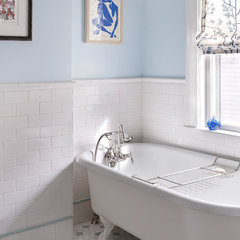eclectic bathroom by MANDARINA STUDIO interior design