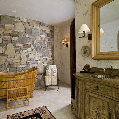 Example of a mountain style claw-foot bathtub design in Minneapolis