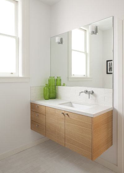 Modern Bathroom by McElroy Architecture, AIA
