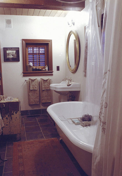 Rustic Bathroom by MCM Design