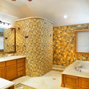 Foto di una stanza da bagno chic con ante con riquadro incassato, ante in legno scuro, doccia aperta, piastrelle multicolore, pareti multicolore, vasca da incasso e doccia aperta