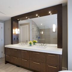 modern bathroom by Old World Kitchens & Custom Cabinets