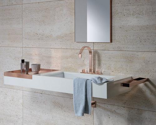 badezimmer mit kupfer waschbecken waschtisch und beigefarbenen fliesen ideen design bilder. Black Bedroom Furniture Sets. Home Design Ideas