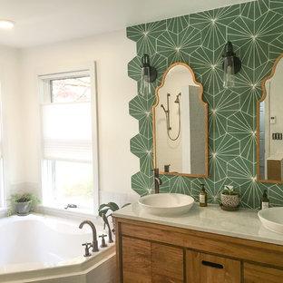 フィラデルフィアの中くらいのエクレクティックスタイルのおしゃれなマスターバスルーム (家具調キャビネット、中間色木目調キャビネット、緑のタイル、白い壁、磁器タイルの床、ベッセル式洗面器、珪岩の洗面台、グレーの床、白い洗面カウンター、コーナー型浴槽) の写真