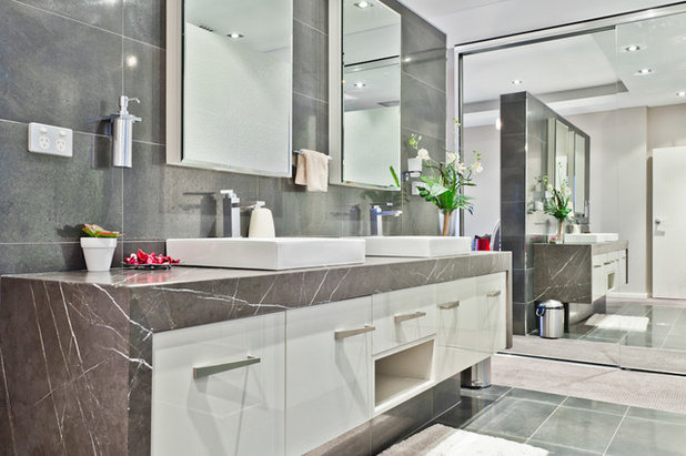 Contemporary Bathroom by Putragraphy