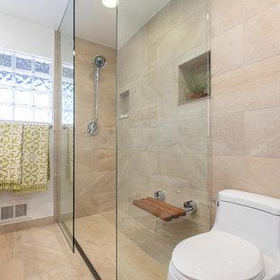 Ispirazione per una stanza da bagno padronale classica con ante lisce, ante in legno scuro, doccia a filo pavimento, piastrelle beige, pareti bianche, pavimento in gres porcellanato, lavabo da incasso e top piastrellato