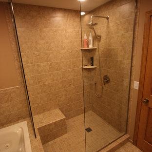 ミネアポリスの中サイズのトランジショナルスタイルのおしゃれなマスターバスルーム (アンダーカウンター洗面器、レイズドパネル扉のキャビネット、中間色木目調キャビネット、御影石の洗面台、ドロップイン型浴槽、オープン型シャワー、分離型トイレ、ベージュのタイル、セラミックタイル、ベージュの壁、セラミックタイルの床) の写真