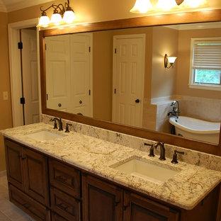 Ispirazione per una stanza da bagno minimalista con ante con bugna sagomata, ante in legno bruno, pareti arancioni, top in marmo, pavimento arancione e top bianco