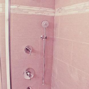 Foto di una stanza da bagno padronale moderna di medie dimensioni con lavabo sottopiano, ante lisce, ante in legno bruno, top in granito, vasca/doccia, piastrelle grigie e pareti bianche