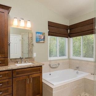 Ispirazione per una piccola stanza da bagno per bambini minimalista con consolle stile comò, piastrelle rosa, piastrelle a specchio e top in laminato