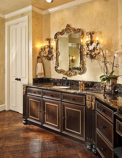 Классический Ванная комната by Grace Designs Dallas