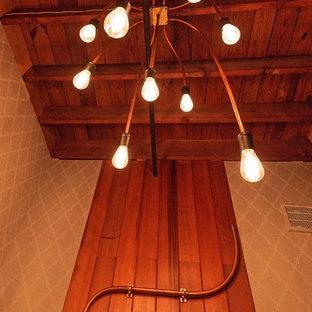 Foto de cuarto de baño industrial con encimera de mármol