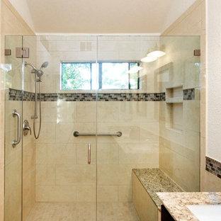 Immagine di una piccola stanza da bagno con doccia moderna con ante in legno bruno, doccia alcova, piastrelle marroni, piastrelle di vetro, pareti beige, lavabo sottopiano, top in granito e porta doccia a battente