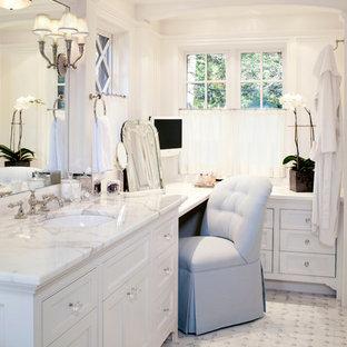 ボストンのトラディショナルスタイルのおしゃれな浴室 (アンダーカウンター洗面器、落し込みパネル扉のキャビネット、白いキャビネット、白いタイル) の写真