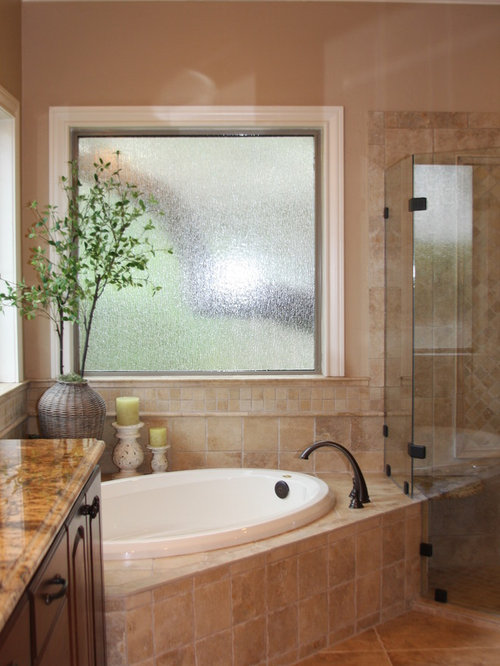 Corner garden tub home design ideas pictures remodel and for How to decorate a garden tub bathroom