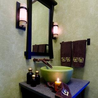 Ejemplo de cuarto de baño con ducha, de estilo zen, con lavabo sobreencimera, paredes verdes, armarios tipo mueble y puertas de armario de madera en tonos medios