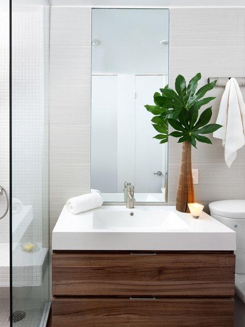 badezimmer mit laminat waschtisch und offener dusche ideen beispiele f r die badgestaltung houzz. Black Bedroom Furniture Sets. Home Design Ideas