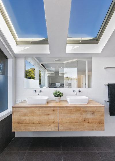 コンテンポラリー 浴室 by embracingspace