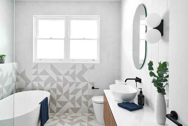 コンテンポラリー 浴室 by schemes & spaces