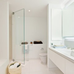 modern bathroom by Sean O'Brien Architecture