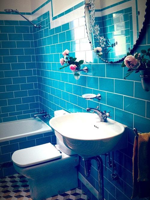 salle d 39 eau r tro avec un sol en travertin photos et id es d co de salles d 39 eau. Black Bedroom Furniture Sets. Home Design Ideas