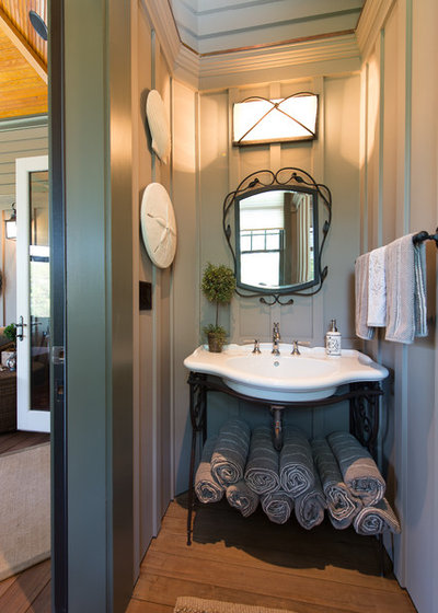 Victorian Bathroom by Solaris Inc.