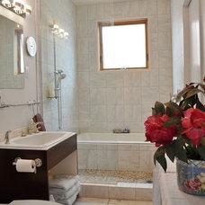 Modern Bathroom by Stig Carlson Architecture