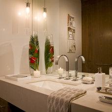 Contemporary Bathroom by Ernesto Santalla PLLC