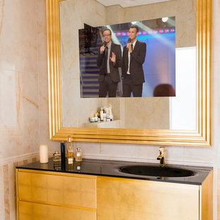 Идея дизайна: главная ванная комната среднего размера в современном стиле с стеклянными фасадами, черной плиткой, бежевыми стенами, мраморным полом, монолитной раковиной и столешницей из гранита