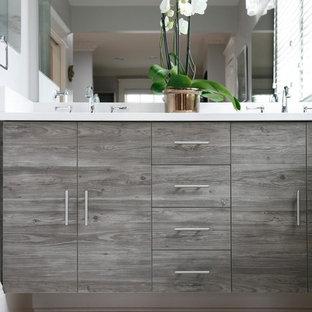 Idee per una grande stanza da bagno padronale minimal con ante lisce, ante nere, piastrelle bianche, piastrelle di vetro, top in onice e top bianco