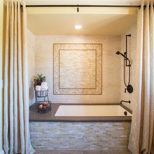 Idéer för att renovera ett stort vintage en-suite badrum, med bänkskiva i kvarts, ett undermonterat badkar, en dusch/badkar-kombination, beige kakel, glaskakel, gula väggar och klinkergolv i porslin