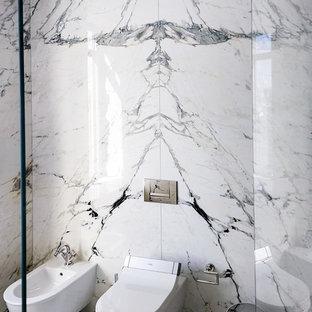Foto di una grande stanza da bagno padronale chic con bidè, piastrelle grigie, lastra di pietra, pavimento in marmo e pavimento multicolore