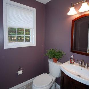 Новые идеи обустройства дома: маленькая ванная комната в стиле современная классика с фиолетовыми стенами и полом из керамической плитки