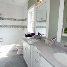 Traditional Bathroom by Meridian Homes Inc.