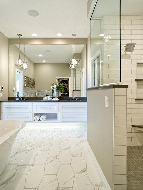 badezimmer mit freistehender badewanne und spiegelfliesen ideen design bilder houzz. Black Bedroom Furniture Sets. Home Design Ideas