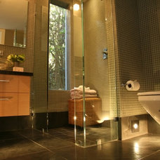 Modern Bathroom by DNM Architect