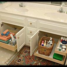 Traditional Bathroom by Elizabeth Beach Hacking, ShelfGenie Designer