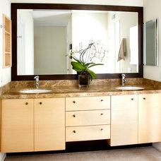 Contemporary Bathroom by Eve Mode Design