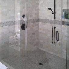 Bathroom by JC Builders Inc.
