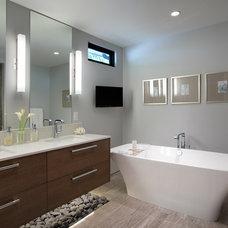 Contemporary Bathroom by Kallweit Graham Architecture