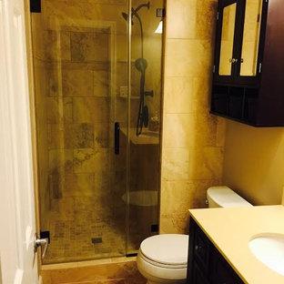 Ispirazione per una stanza da bagno padronale classica con ante lisce, ante marroni, top in quarzo composito, doccia alcova, piastrelle beige, piastrelle in gres porcellanato, pareti beige e pavimento in gres porcellanato
