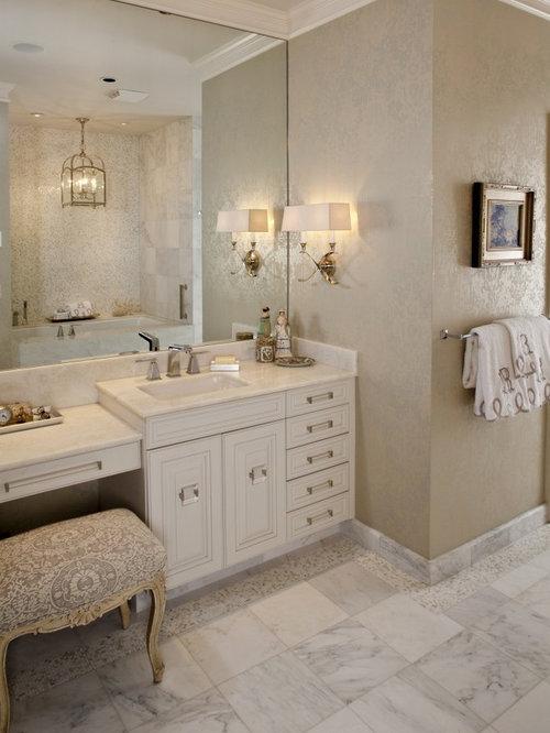 salle de bain victorienne avec une baignoire encastr e photos et id es d co de salles de bain. Black Bedroom Furniture Sets. Home Design Ideas