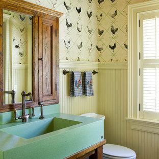 Imagen de cuarto de baño con ducha, campestre, pequeño, con lavabo tipo consola, puertas de armario de madera oscura, baldosas y/o azulejos azules, baldosas y/o azulejos de terracota y suelo de ladrillo