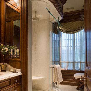 Foto de cuarto de baño con ducha, tradicional, grande, con lavabo integrado, puertas de armario de madera en tonos medios, ducha empotrada, baldosas y/o azulejos blancos, baldosas y/o azulejos de terracota y suelo de mármol
