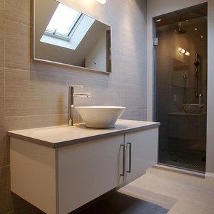 Réalisation d'une salle de bain minimaliste avec une vasque.