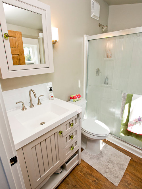 Farmhouse Bathroom Design Ideas, Remodels & Photos with Beaded Inset Cabinets