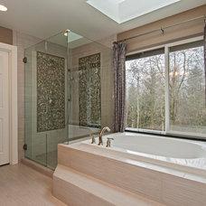 Bathroom by seattlehometours.com